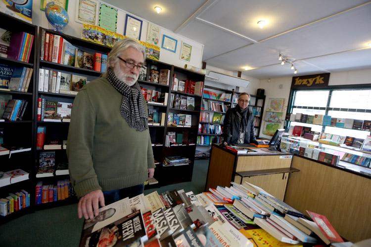 Zbigniew Mucha (z lewej) z Jackiem Uchmanowiczem prowadzą księgarnię Bzyk już od 26 lat