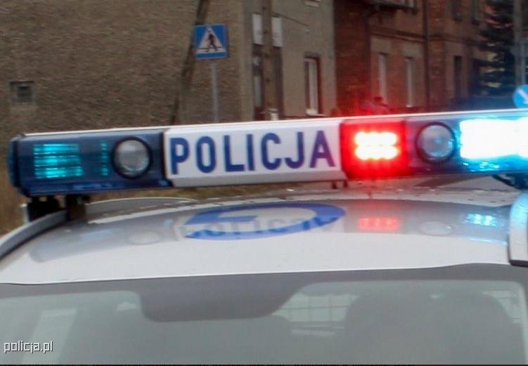 Odnaleziono furgonetkę z paczkami skradzioną przez praktykującego kuriera