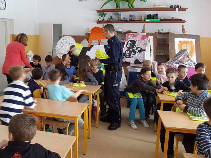 Policjanci z wizytą w Szkole Podstawowej w Złotokłosie