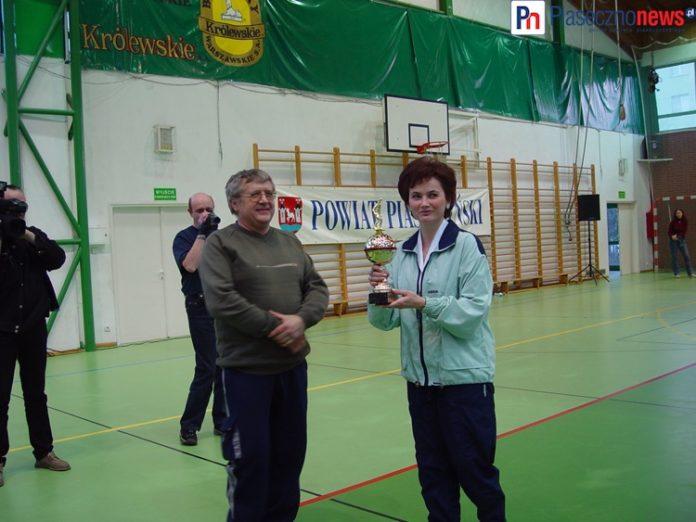 Jerzy Madej (1949-2011) oraz ówczesna wójt Tarczyna Barbara Galicz. Dziś pełni funkcję burmistrza Tarczyna.