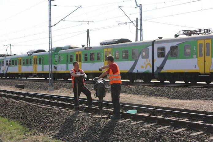 Ograniczenie ruchu na przejazdach kolejowych w Starej Iwicznej i Żabieńcu-Jesówce