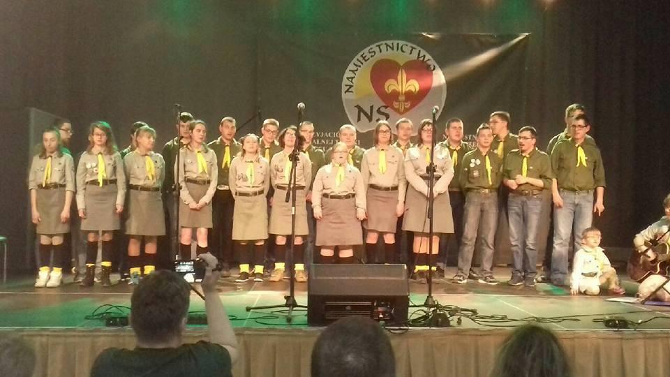 Zuchy i harcerze zaśpiewali w szkołach