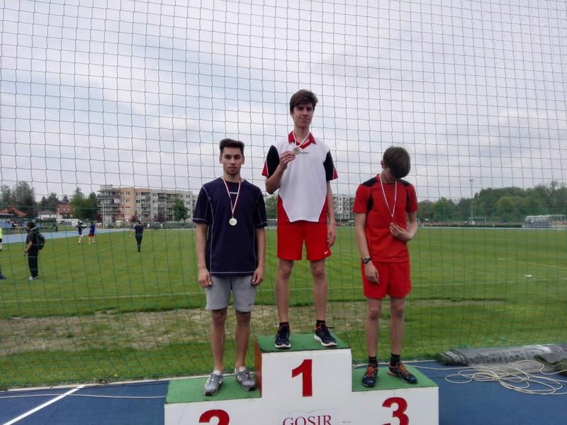 Gimnazjaliści z Prażmowa mistrzami. Zdobyli 7 medali