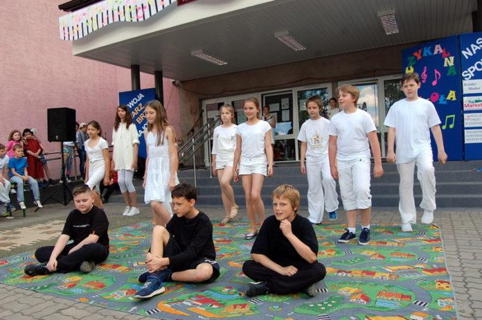 Muzyczny festyn szkolny w Baniosze