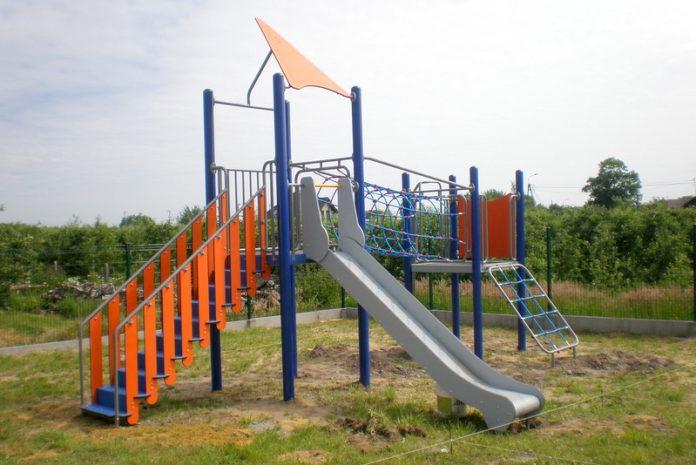 Nowy plac zabaw, tym razem w Pęcławiu