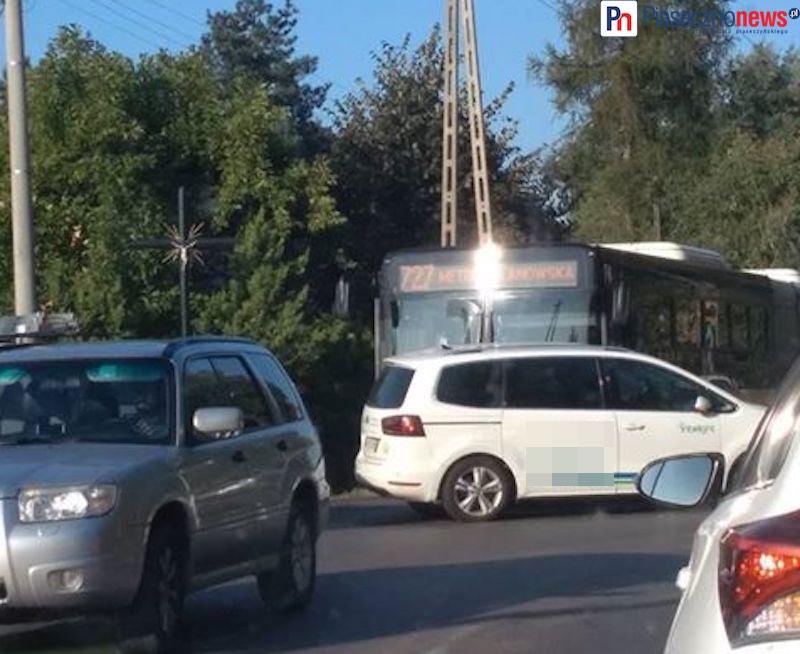 Wypadek z udziałem auta osobowego i autobusu! Tworzą się korki [AKTUALIZACJA]