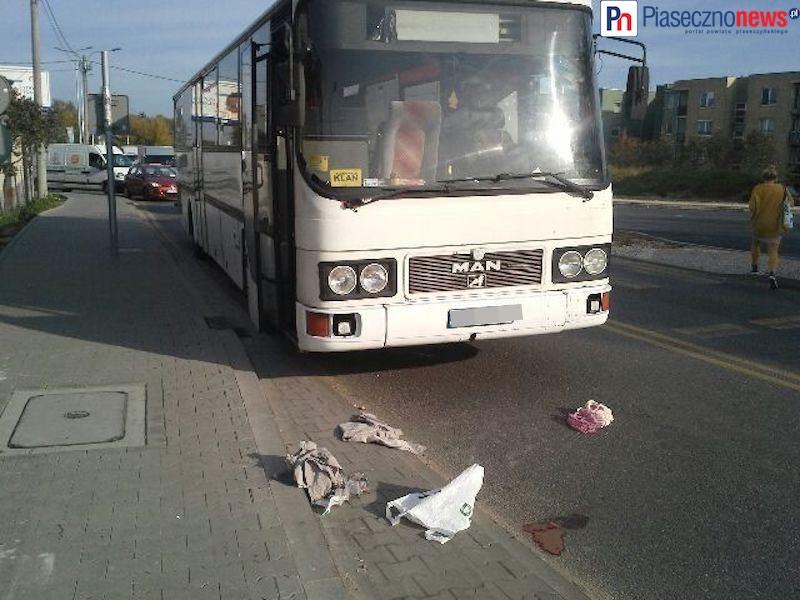 Autobus potrącił kobietę na pasach!