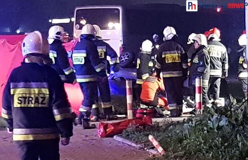 Wypadek na Al. Krakowskiej! Autokar zderzył się z samochodem osobowym