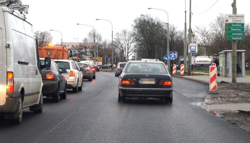 Trwają przygotowania do poszerzenia drogi z Piaseczna do Góry Kalwarii