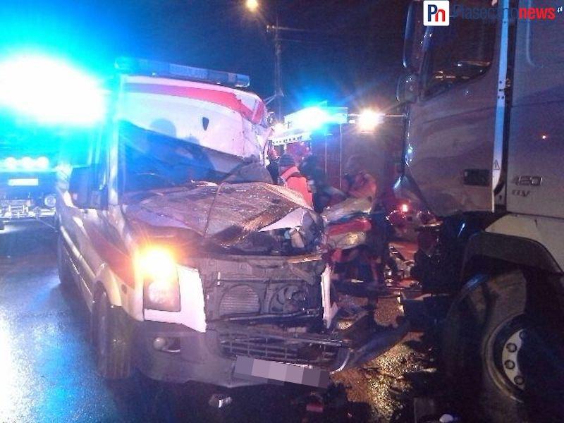 Zderzenie karetki w ciężarówką! Trwa akcja ratunkowa