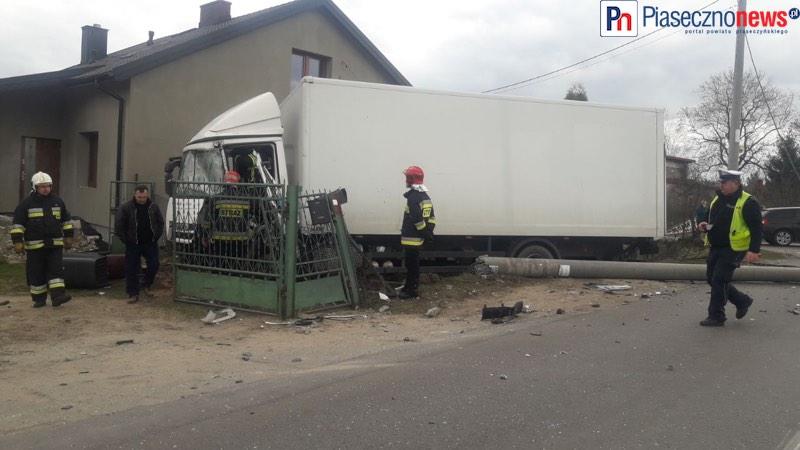 Wypadek na skrzyżowaniu! Dwie osoby trafiły do szpitala [AKTUALIZACJA]