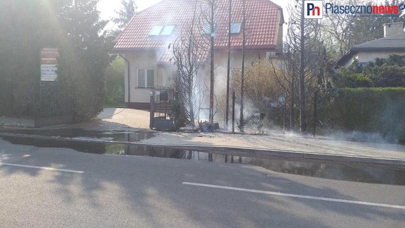 Płonie gaz przy ul. Skolimowskiej