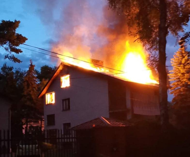 Dom płonie jak pochodnia
