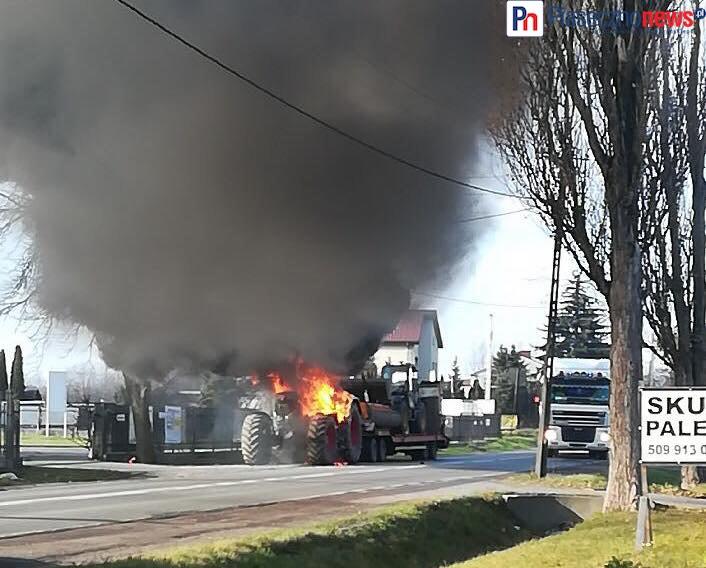 Ciągnik stanął w płomieniach! Droga zablokowana [AKTUALIZACJE]