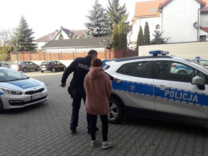 Kradziony towar wywoziła ze sklepu dziecięcym wózkiem