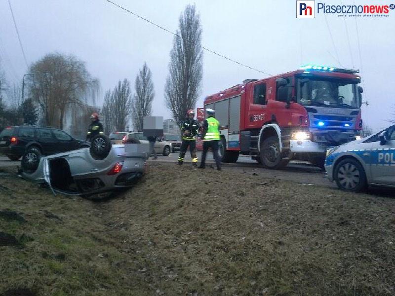 Wypadek w Baniosze! Auto w rowie na dachu