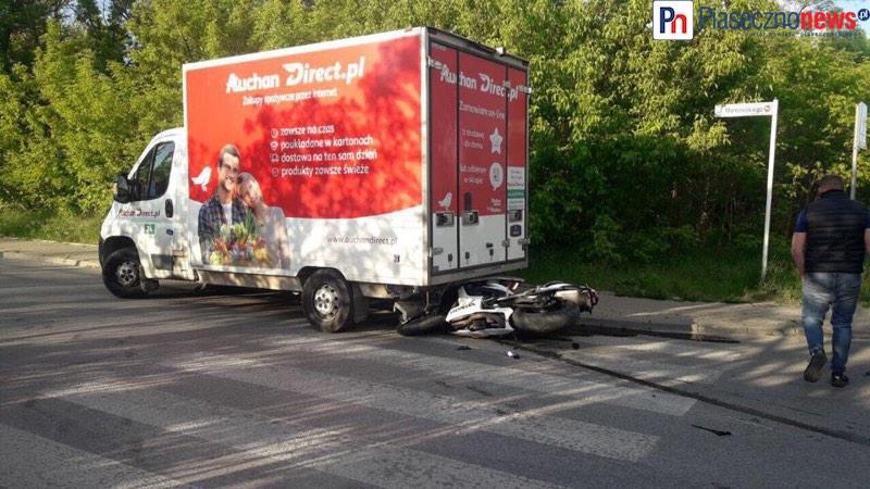 Motocykl wbił się w tył ciężarówki! Chyliczkowska zablokowana