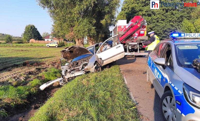 Samochód dachował! Kierowca pod wpływem alkoholu