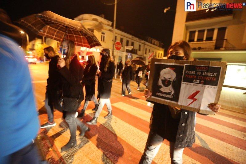 Kobiety sparaliżowały centrum miasta. Piaseczno stoi w korku