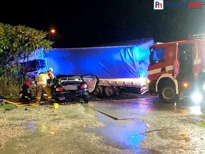 Śmiertelny wypadek na DK 79! Tir uderzył w dwa samochody osobowe
