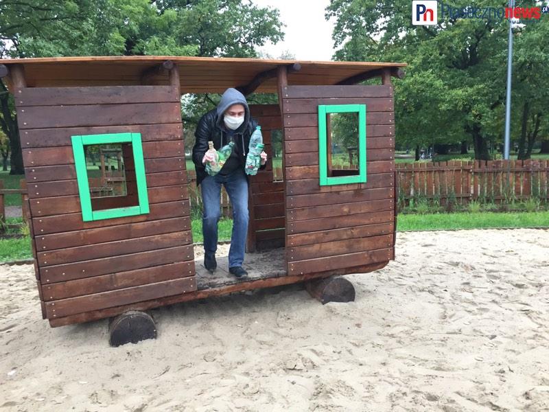 Libacja alkoholowa na placu zabaw i spektakularna interwencja PiasecznoNEWS