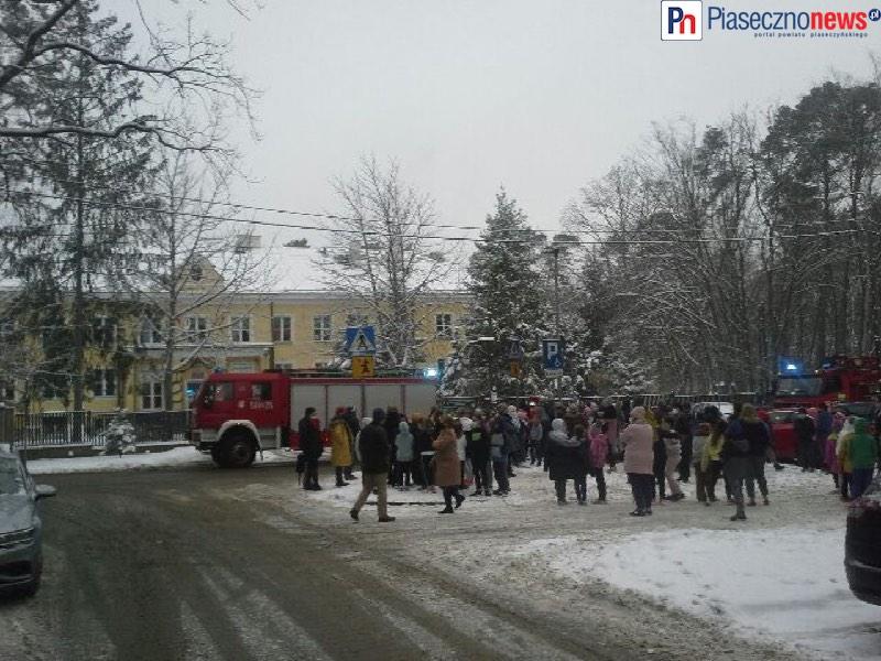 Alarm pożarowy w szkole. Ewakuowało się ponad 120 osób