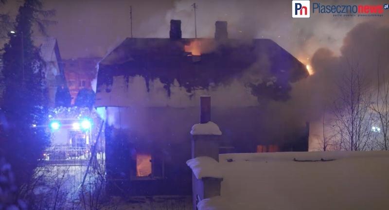 Dom stanął w płomieniach! [FILM] Strażacy gasili pożar przez trzy godziny