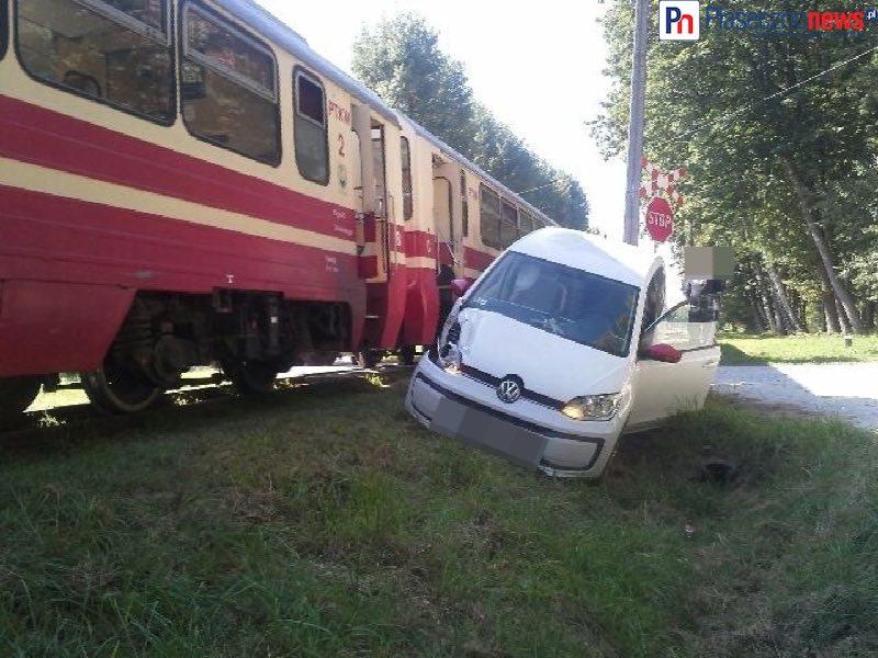 Zderzenia pociągu z autem osobowym