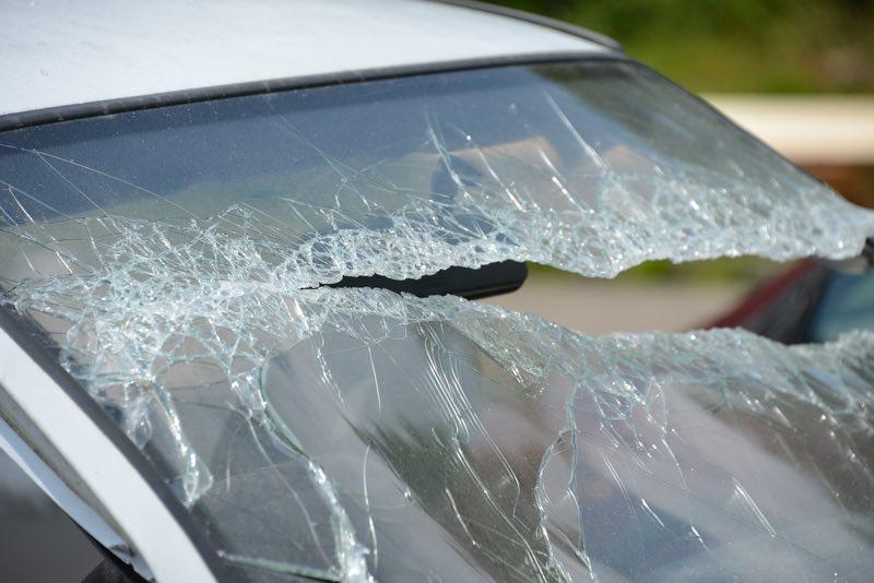 Zniszczone samochody. Policja szuka świadków